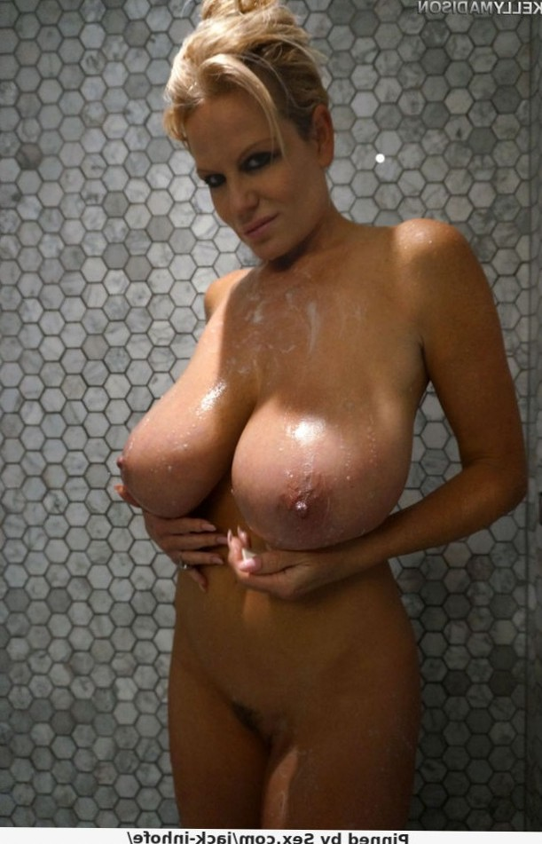 I love Kelly Madison's massive, married mammaries. So fucking delicious.