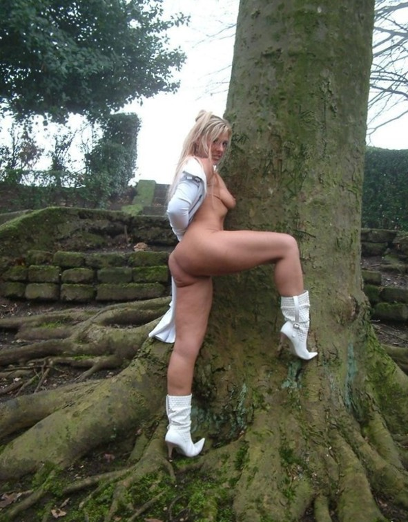 Nude Public Pics - Porn Posing In Public