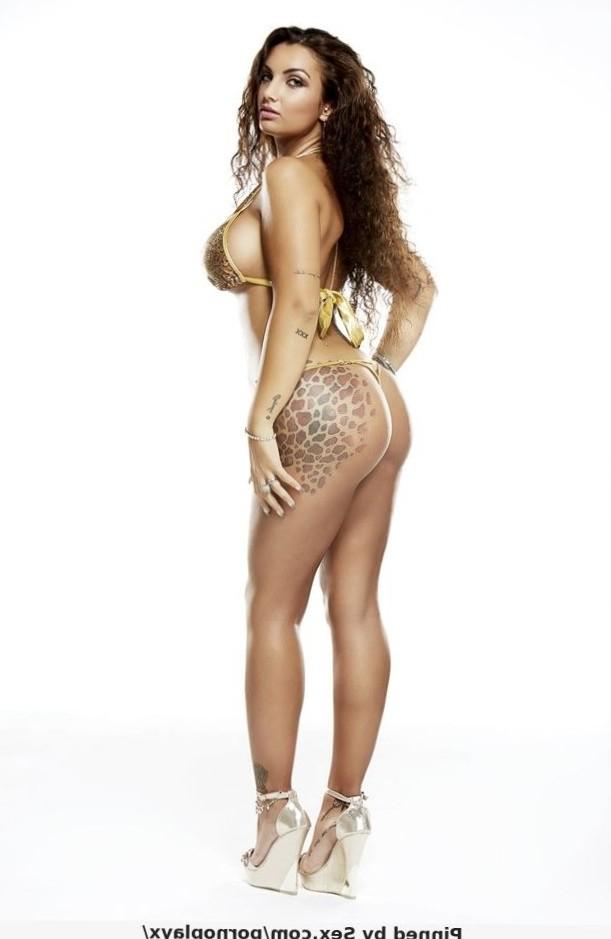 Elettra Lamborghini sexy ass lingerie