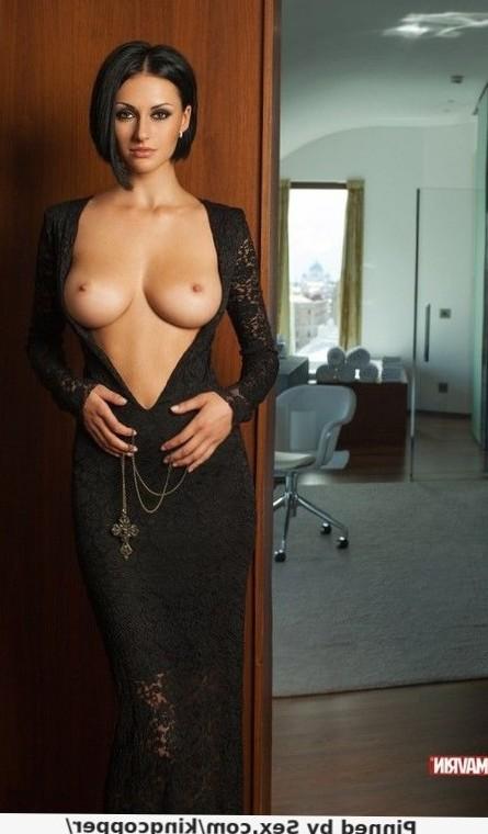Gorgeous exotic lady