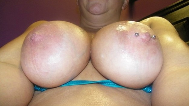 Pawgmilf Phat tits in the tanning bed