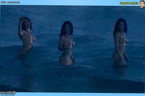 Sexy seaside dip for Salma Hayek