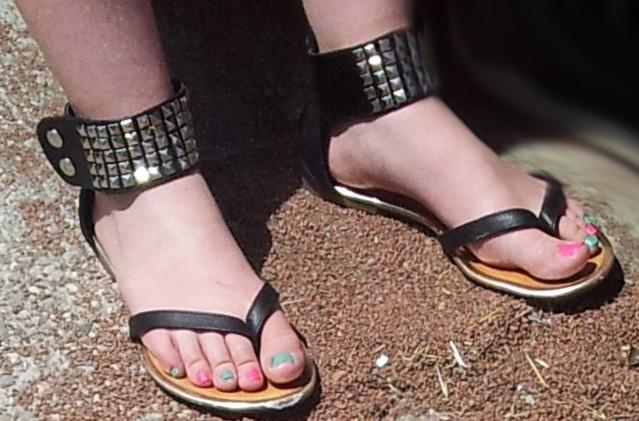 friends feet wife