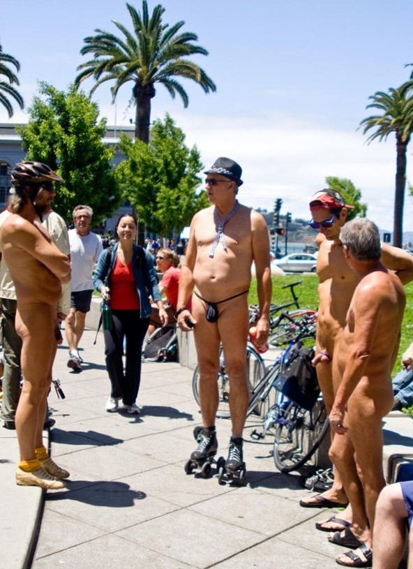 Cunts on Public - Flashing Pussy First Time