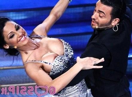 Anna Tatangelo a Ballando va fuori di 'bombs': le foto - Foto e Gossip by Gossip News