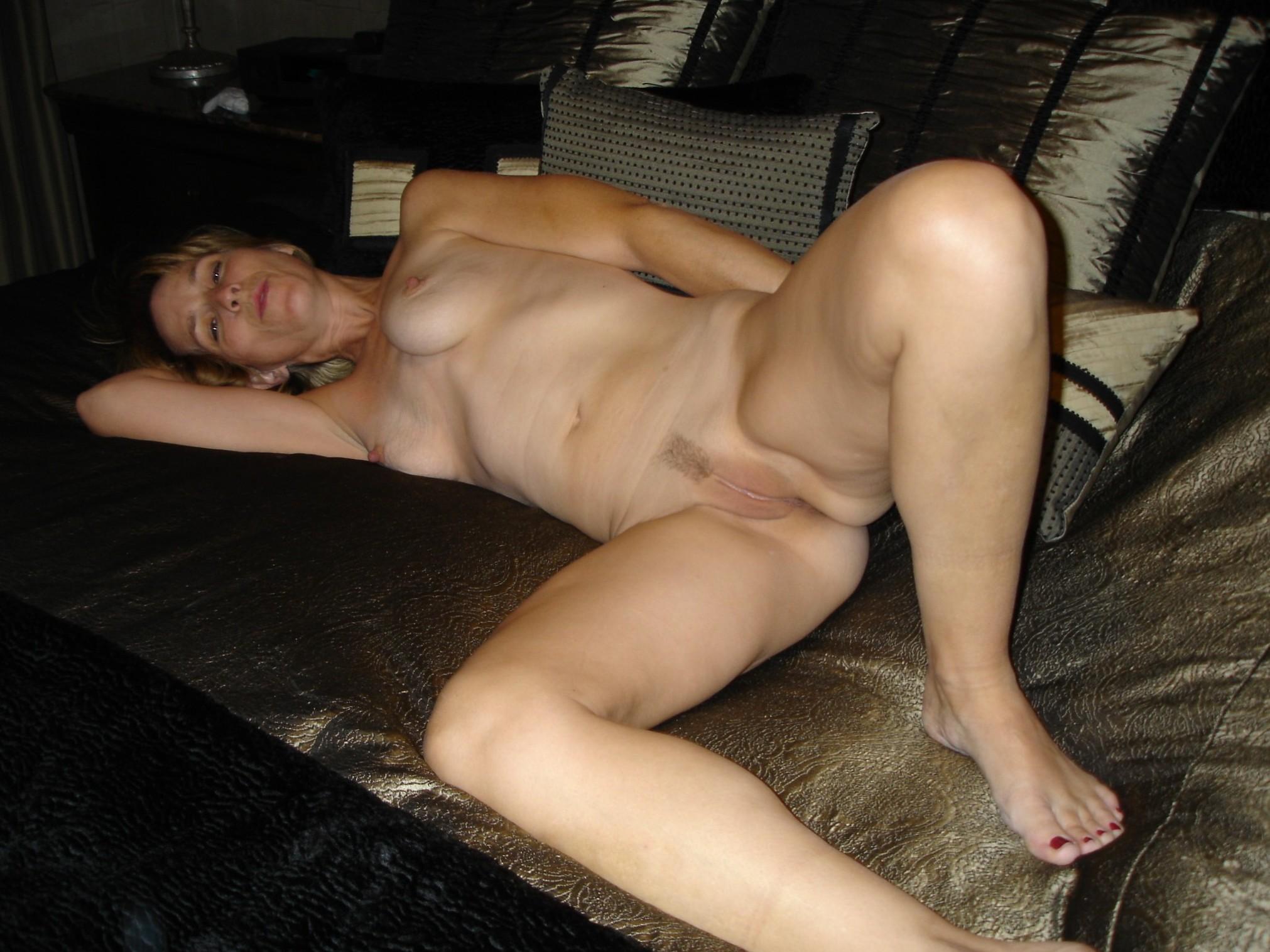 Kim likes posing naked-pussy shot