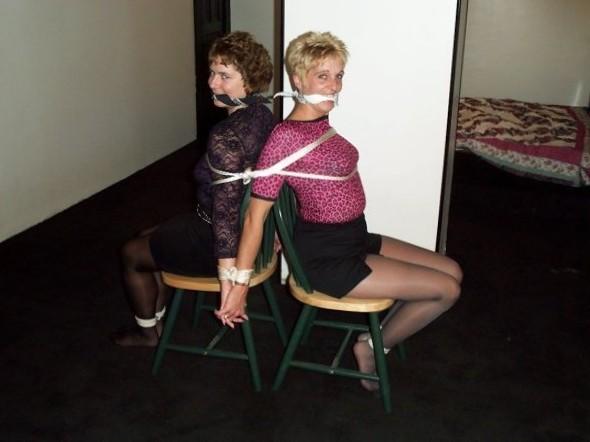 wifey sittin pretty with friend