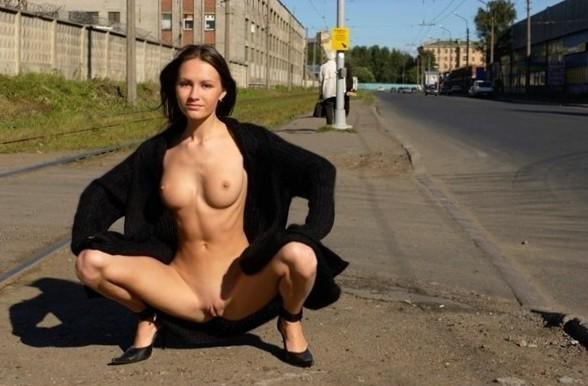 Nude Public Pics - Outdoor Cock Sucking