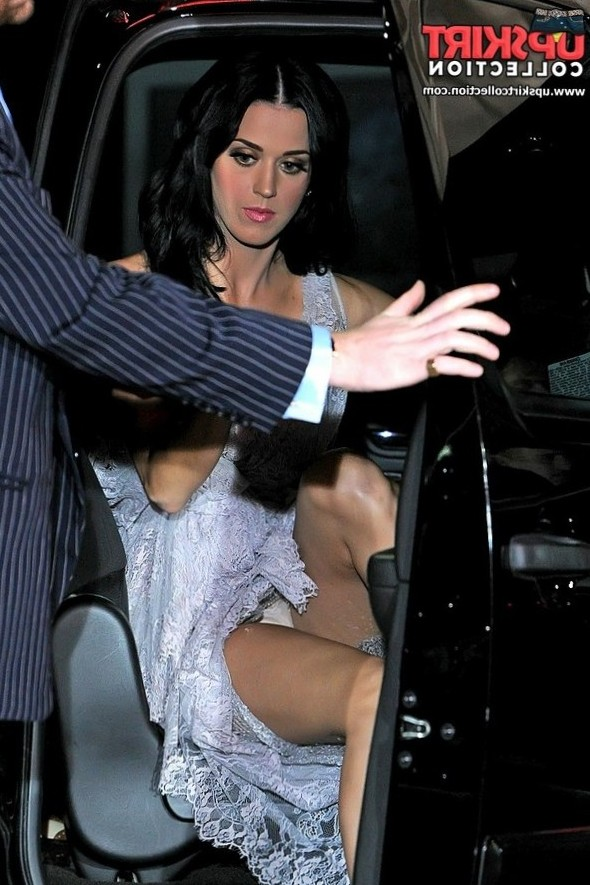 Katy Perry upskirts in the car
