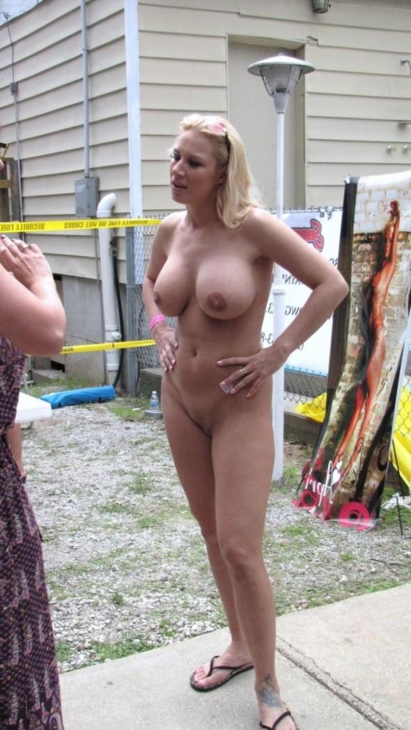 Nude Public Pics - Public Twat